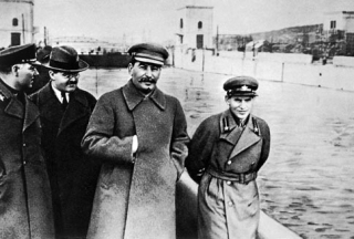 voroshilov_molotov_stalin_with_nikolai_yezhov