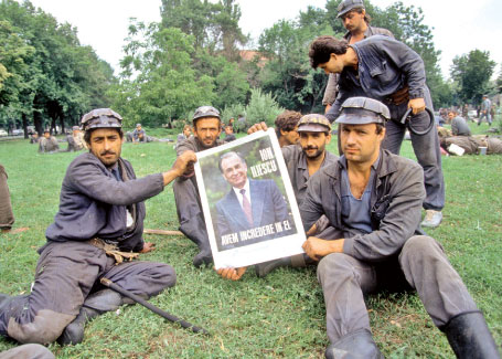 """13-15 iunie 1990: moment fondator pentru """"democrația originală"""" din România"""