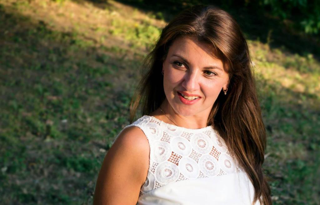 Interviu MELANIA CINCEA: Despre presă, ciocolată, ceai, vals, curaj, demnitate şi multe altele
