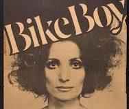 O revoluție purtată de pe biciclete, o artă purtată prin război
