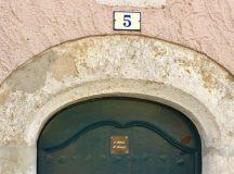 Avenue de Provence. Deo Juvante, din Principatu de Mu̍negu, la Castellet